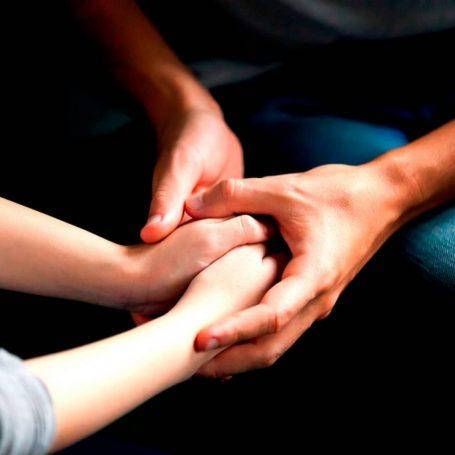 fsmily-hands-min